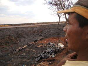 Un incendio ha devastado un campamento guaraní levantado junto al borde de una carretera en el estado brasileño de Mato Grosso do Sul.  © Spensy Pimentel/Survival