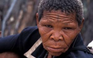 """Xoroxloo Duxee murió de deshidratación tras el desmantelamiento del pozo de agua de los bosquimanos y sin embargo el Gobierno de Botsuana dice que mantiene un """"ininterrumpido historial en el cumplimiento del estado de derecho para todos los ciudadanos. © Survival"""